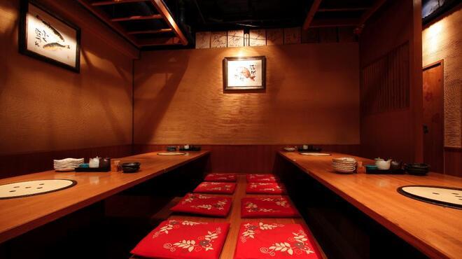 麻布十番 さくら 鳥居坂 - 内観写真:テーブルをつけて貸切バージョン!15名様から貸切になります。