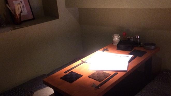 山家 - 内観写真:屋根裏部屋を創造させる半個室