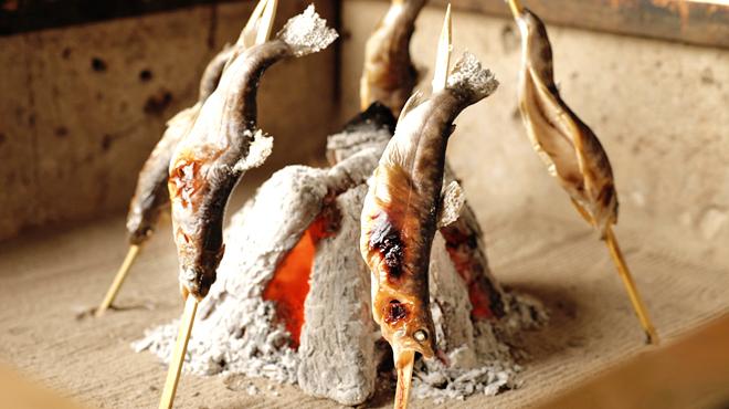 囲炉裏で料理。