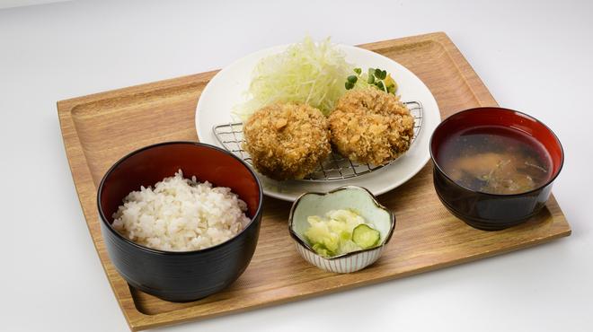 牛酒場 末吉や - 料理写真:メンチカツ定食