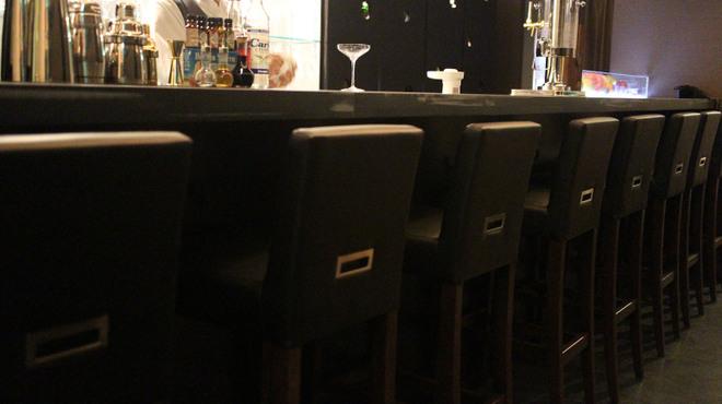 Bar Smitomashira - 内観写真:カウンター席