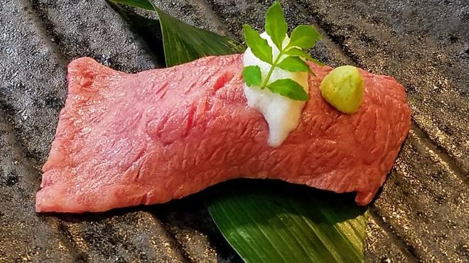 創作焼肉 神戸 牛乃匠 - 料理写真:神戸牛 炙り寿司