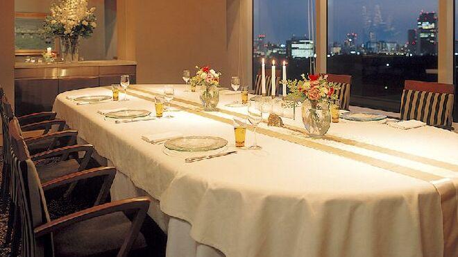 SAKURA - 内観写真:パーティーやお祝いのお席に個室もご用意