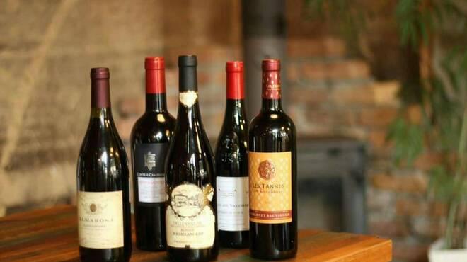 Lugo - ドリンク写真:Lugoにワインリストはございません。お客様のお好みを伺い、最高の1杯をご用意します。