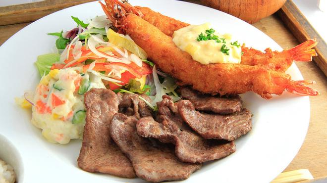ロヂウラ食堂 - 料理写真:牛タン大好き「牛タンコンビ定食」