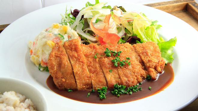 ロヂウラ食堂 - 料理写真:ボリューム満点「ロースカツ定食」