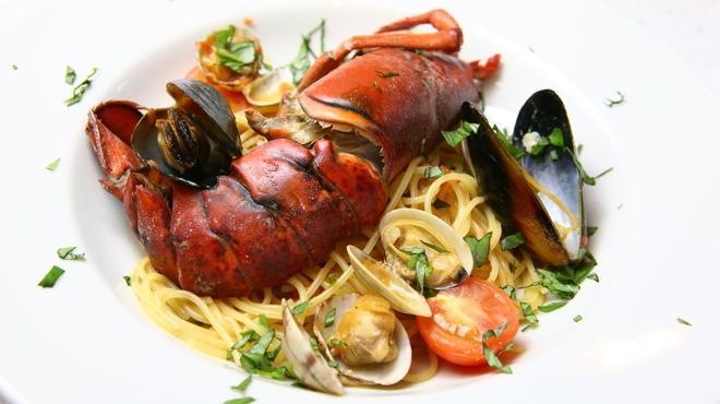たんとたんと - 料理写真:オマール海老のペスカトーレ    1480円      オマール海老1尾を使った魚介類のトマトパスタ