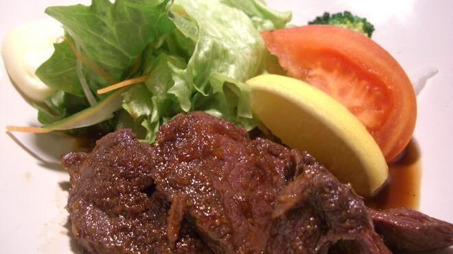 郷土料理 おが - 料理写真:えぞ鹿のヒレステーキ~えぞ鹿のヒレの部分を当店特製のタレでクセもなく、柔らかく焼き上げました。