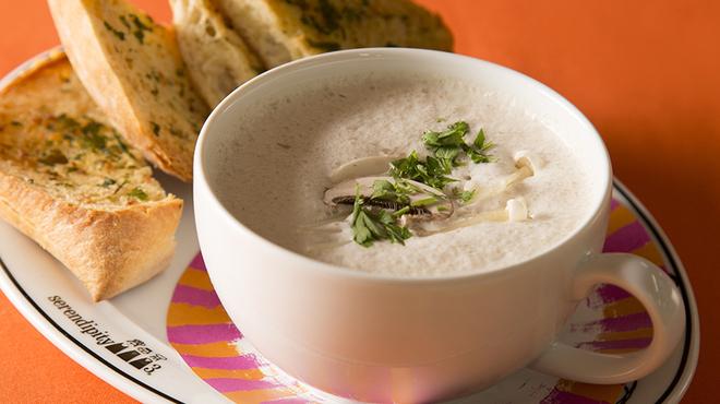 Serendipity 3 - 料理写真:Mushroom Soup(マッシュルーム ビッグスープ)