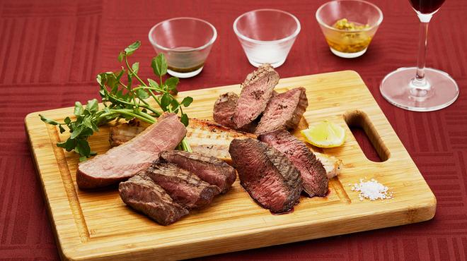 世界食堂Transit Table d'Or - 料理写真:看板メニュー肉盛り5種500g