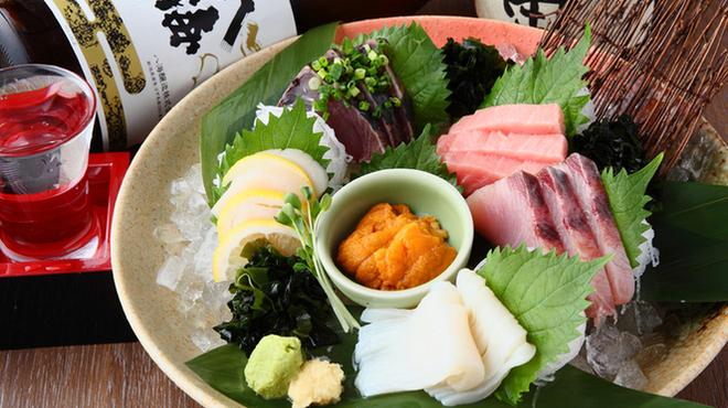 炭焼漁師小屋料理 渋谷東急本店前のひもの屋 - メイン写真:
