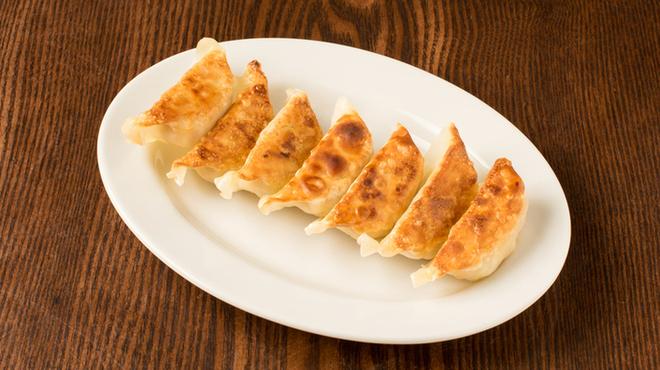 64餃子 - 料理写真:とりあえず焼き餃子