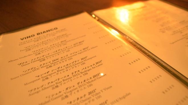 レアルタ - ドリンク写真:ソムリエ厳選ワイン常時100種類以上