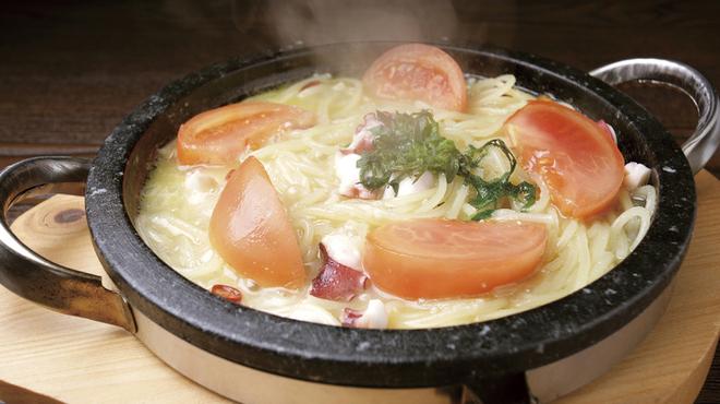 魔法のパスタ - 料理写真:タコとフレッシュトマトの石焼ペペ