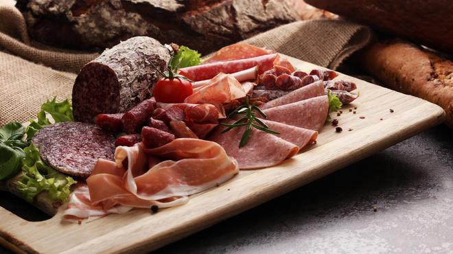バルマルシェコダマ ステーキ&ロブスター - 料理写真:欧州より直輸入の生ハムやサラミの盛り合せ