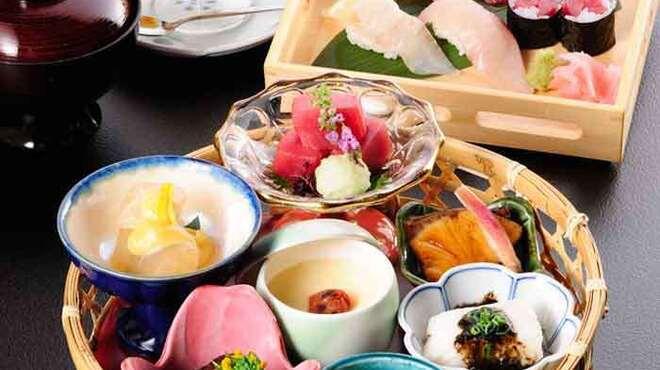 近畿大学水産研究所 - 料理写真:近大寿司花籠ご膳