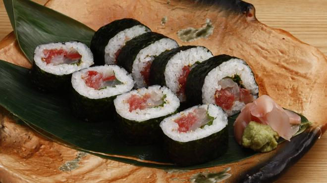 近畿大学水産研究所 - 料理写真:近大選抜鮮魚の海鮮巻き寿司