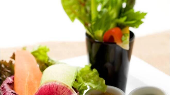 MLB Cafe Tokyo - 料理写真:新鮮野菜を、わさび塩・味噌マヨネーズ・アンチョビソースの3種のソースでお楽しみ下さい。