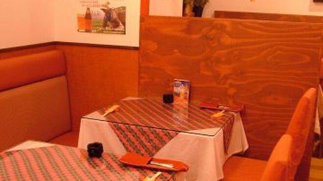 ヤク&イエティ - 内観写真:個室風の席もあります。ディナーはもちろん、ランチでもぜひ行きたいお店!