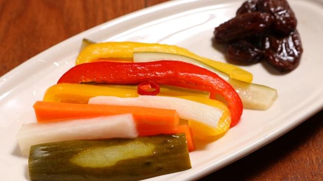 鉄板焼Steakバル 歌舞鬼 - 料理写真:自家製ピクルス