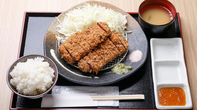 牛かつ 牛ちゃん - 料理写真:牛かつ二枚盛り定食\1,390