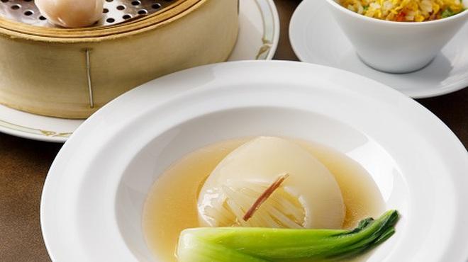 桃煌 - 料理写真:フカヒレ姿煮ランチ ¥3,600