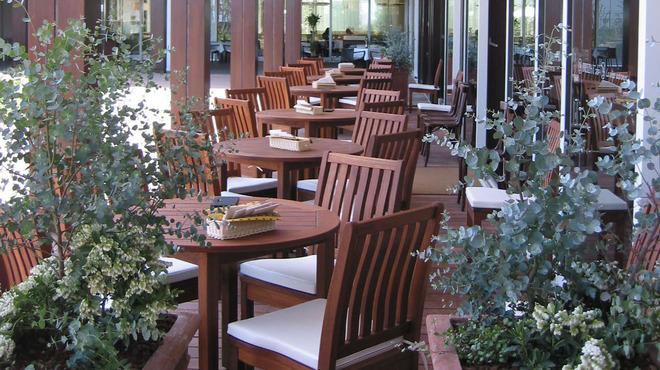 ブレッツ カフェ クレープリー - 内観写真:テラス席