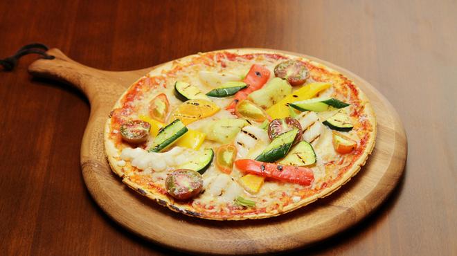 アンディカフェ - 料理写真:有機野菜たっぷりPizza