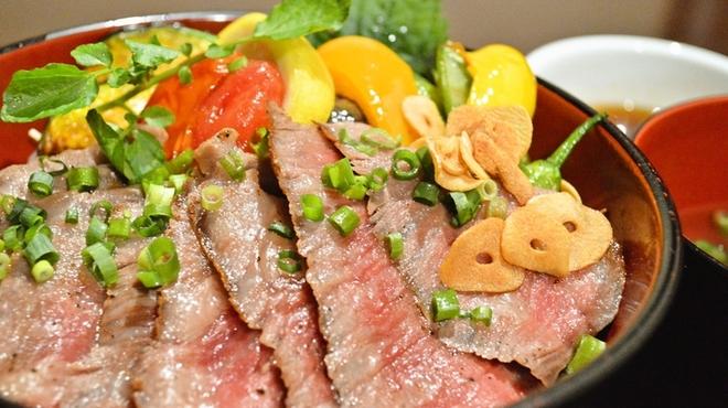 ごちそうお肉ビストロ くう海 - 料理写真:A4和牛サーロイン使用 極上ステーキ丼 ¥3980