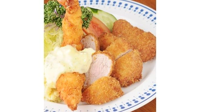 八千代味清 - 料理写真:ヒレカツとえびフライのゴールド盛り合わせ!タルタルソースで!