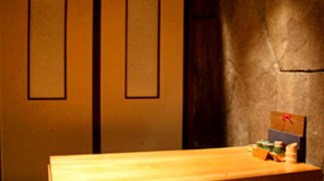 新宿 今井屋本店 - 内観写真:個室は4名様用からご用意しております。