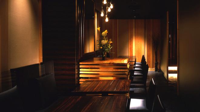 新宿 今井屋本店 - 内観写真:和の落ち着いた空間でゆったりとお食事を。