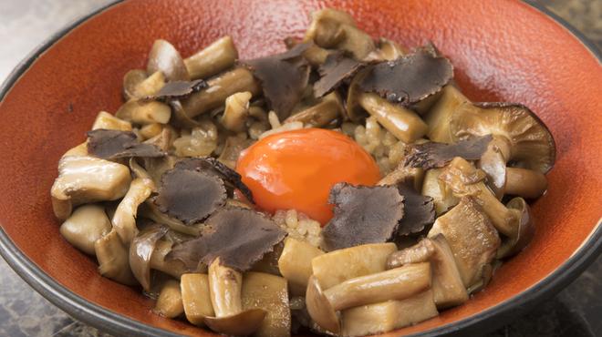 Shangri-La's secret - 料理写真:伊勢神宮ご奉納たまごを乗せたトリュフかけキノコご飯
