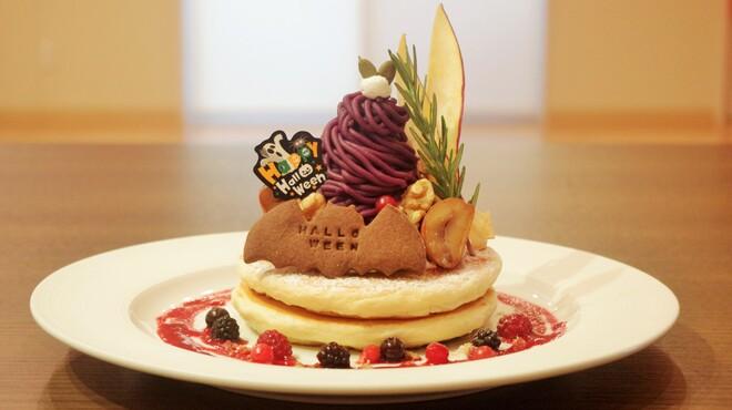 ウイラニ - 料理写真:紫芋のモンブランとピスタチオアイスのハロウィンパンケーキ(10/2スタート)