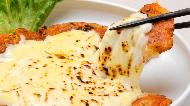 水刺齋 - 料理写真:とろ~りチーズとキムチのチヂミ