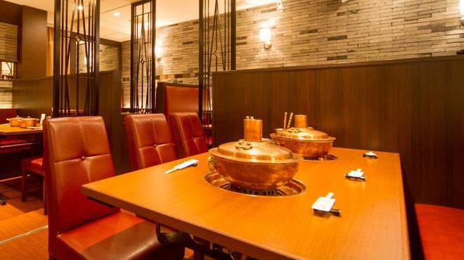 しゃぶ亭 - 内観写真:2Fテーブル席 6名席(鍋2個)