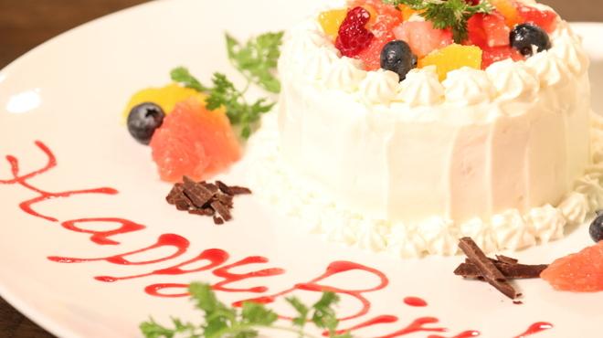ダイツ - 料理写真:バースディ、ウエディング用ホールケーキ