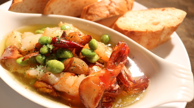 ダイツ - 料理写真:海老と枝豆のアヒージョ