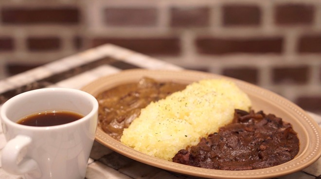 ユニゾン テイラー - 料理写真:平日のみ2種類のカレーを一度で味わえる、2種盛りが可能!
