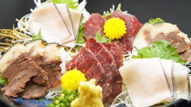 樽一 - 料理写真:鯨刺身3種盛り