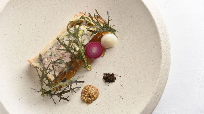 アルテリーベ - 料理写真:駿河軍鶏のレバーとフォアグラのパテアンクルート、黒七味の香り