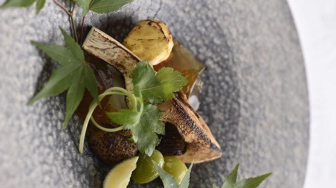 アルテリーベ - 料理写真:炙り松茸、焼き雲丹、焼き栗、カリフラワーのムース