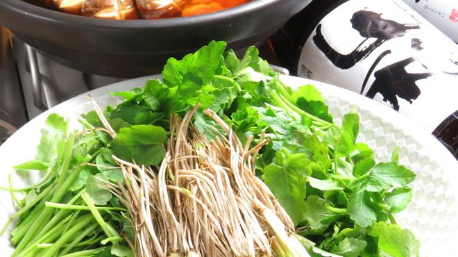 炭火ビストロ 華泉 - 料理写真:仙台せり鍋!早くも入荷しています。