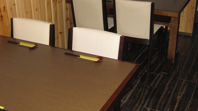 旬菜 さつまの意 - 内観写真:友達同士、会社の同僚と楽しい時を  4名テーブルが2席