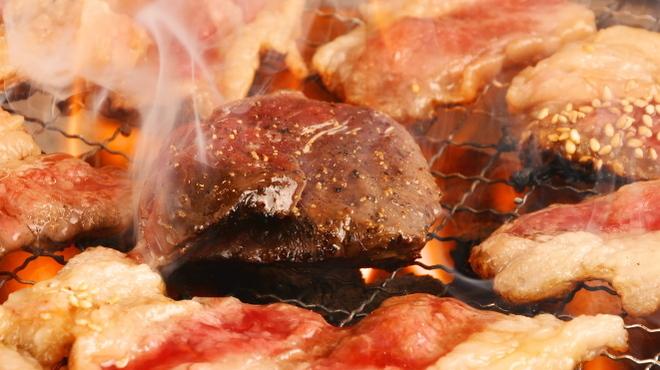 ホルモンセンター 卸や 肉八 - メイン写真: