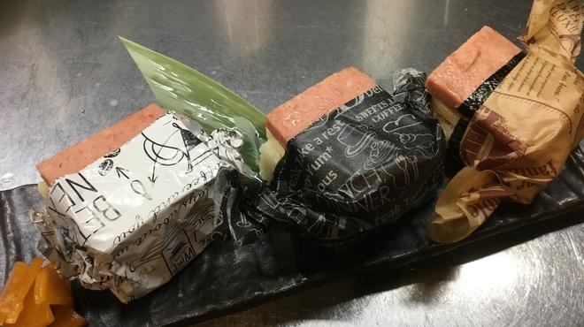 うねり - 料理写真:スパムむすび呑んだシメにお茶漬けもいいけどこちらもぜひ