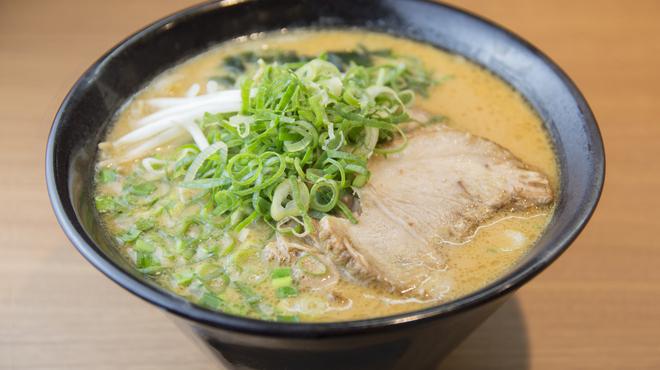 まぜそば凜々亭 - 料理写真:北海道の味噌と西京味噌をブレンドして作るスープが人気の一杯。