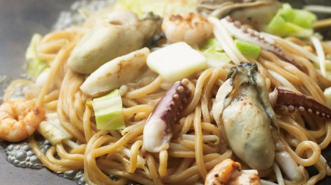 鶴橋風月 - 料理写真:◆冬限定◆「海鮮塩バター焼きそば」かき、いか、えび入りの海鮮たっぷり♪