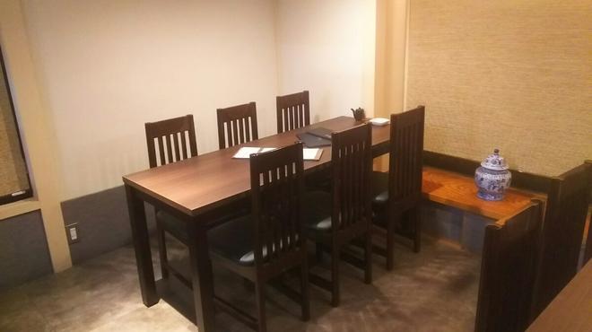 旬炉 十万喜 - 内観写真:1階テーブル