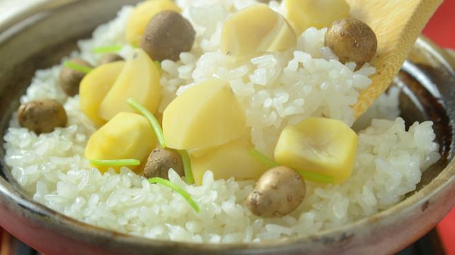 神楽坂 おいしんぼ - 料理写真:秋は栗の炊き込みご飯